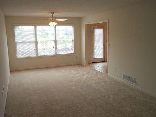 360 Pinewood Ct, Lexington, KY 40509