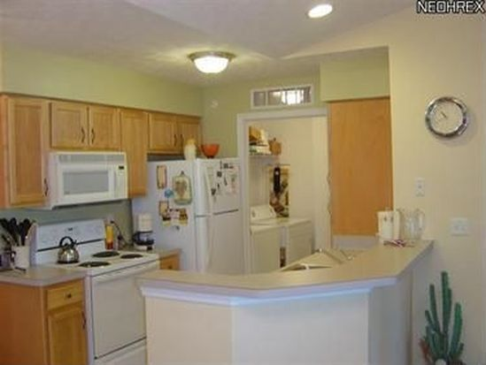 23003 Chandlers Ln APT 343, Olmsted Falls, OH 44138