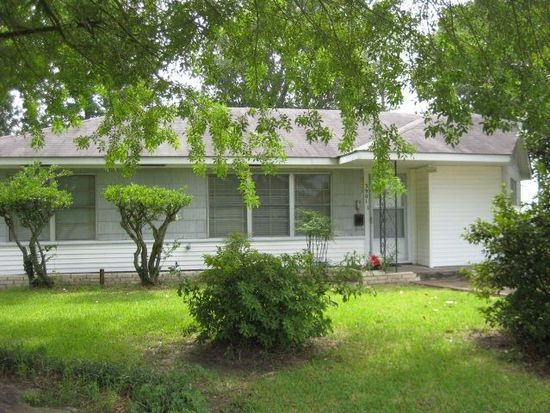3901 Boyd Ave, Groves, TX 77619