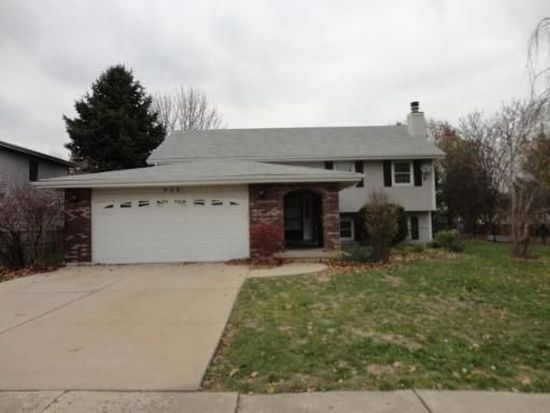 900 Rainbow Ter, South Elgin, IL 60177