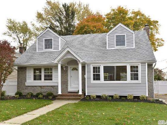 4 Glen Dr, Plainview, NY 11803