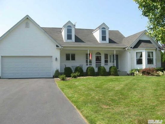 26 Paige Ln, Moriches, NY 11955