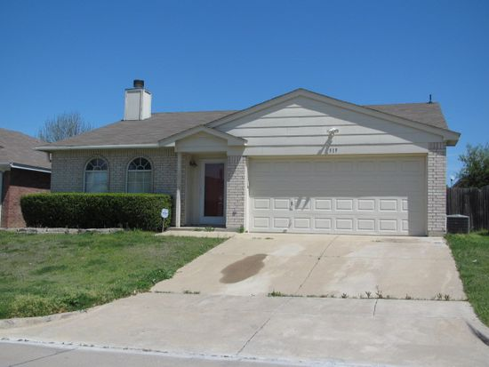 519 Hollyberry Dr, Mansfield, TX 76063