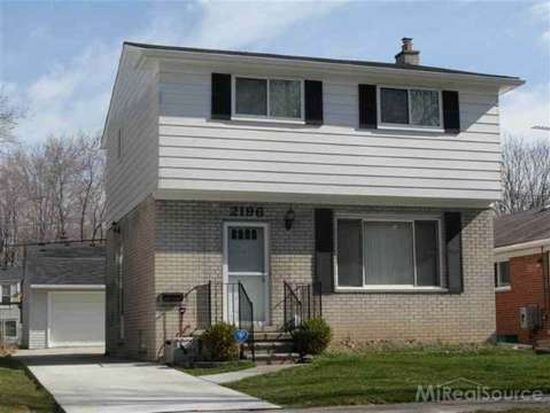 2196 Hollywood Ave, Grosse Pointe Woods, MI 48236