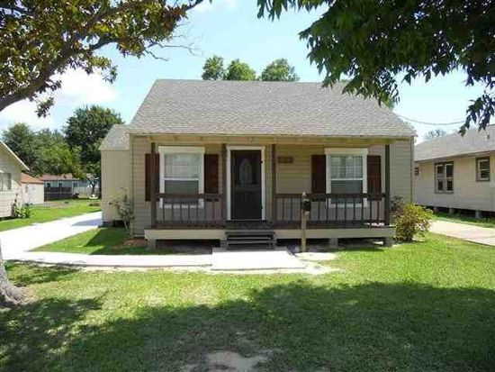2716 2nd Ave, Groves, TX 77619