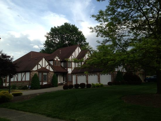 7173 Timber Ln, Olmsted Twp, OH 44138