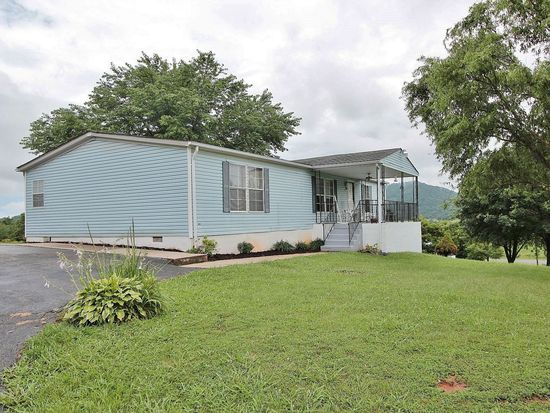 303 Mountain Meadow Dr, Vinton, VA 24179
