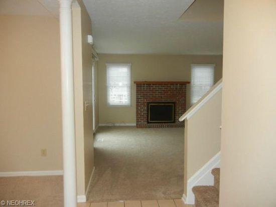 1560 Bellfield Ln, Broadview Heights, OH 44147