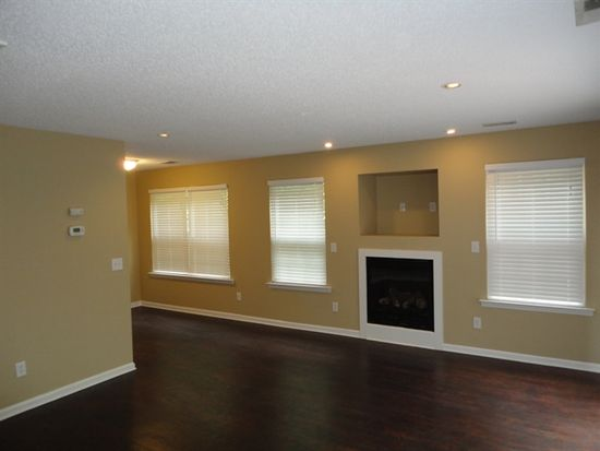 121 Lacombe Ct, Holly Springs, NC 27540