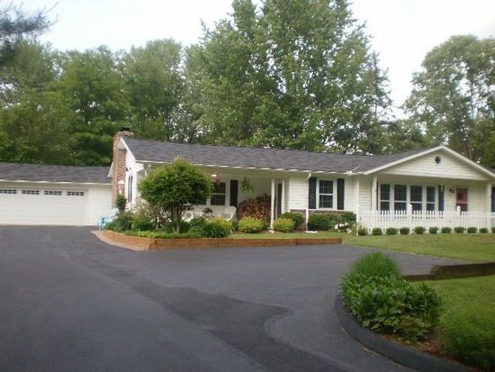 507 Bell Rd, Chagrin Falls, OH 44022