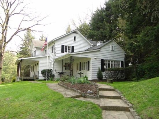 110 Sleepy Hollow Ln, Baden, PA 15005