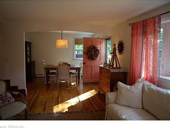 161 Rope Ferry Rd, Waterford, CT 06385