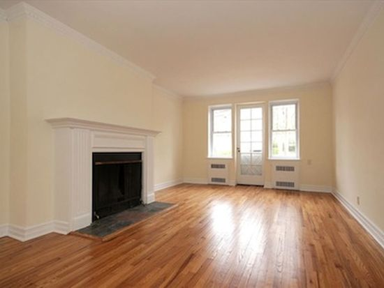 160 S Middle Neck Rd APT 3B, Great Neck, NY 11021