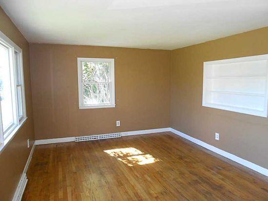 5 Chestnut Hill Rd, Middletown, RI 02842