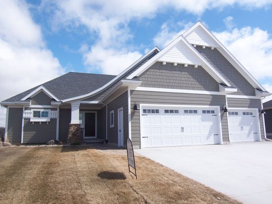 1433 Doral Dr, Brookings, SD 57006