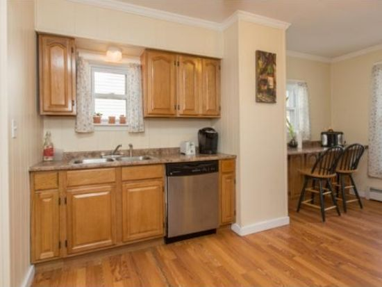 27 Sterling Ave, Manchester, NH 03103