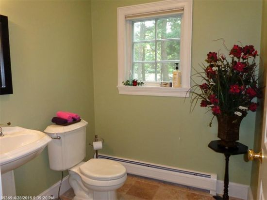 16 Inverness Rd, Falmouth, ME 04105