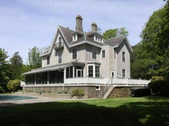8 Oakwood Ter, Newport, RI 02840