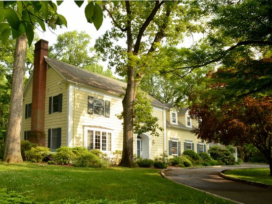 164 Old Chester Rd, Essex Fells, NJ 07021