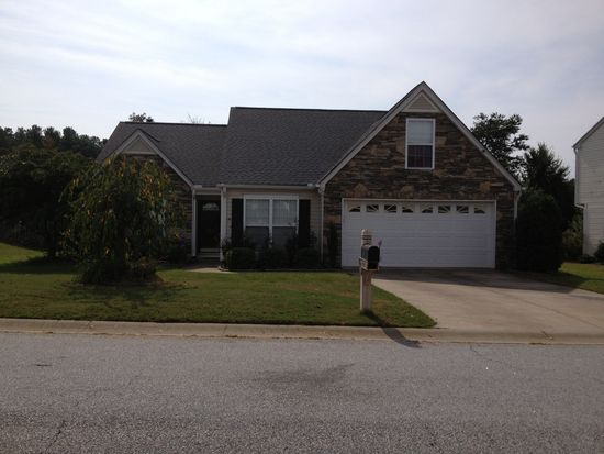 225 Dartmoor Dr, Spartanburg, SC 29301