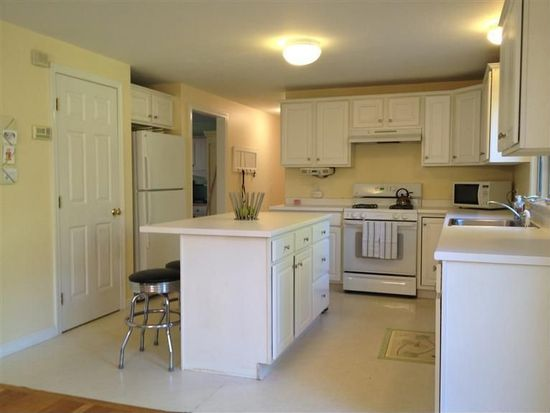 82 Nye Rd, Centerville, MA 02632