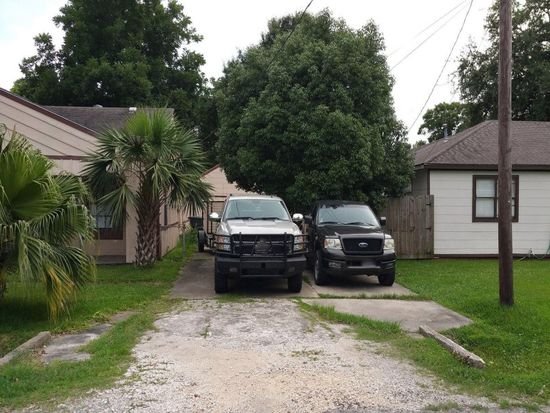 3233 Berry Ave, Groves, TX 77619