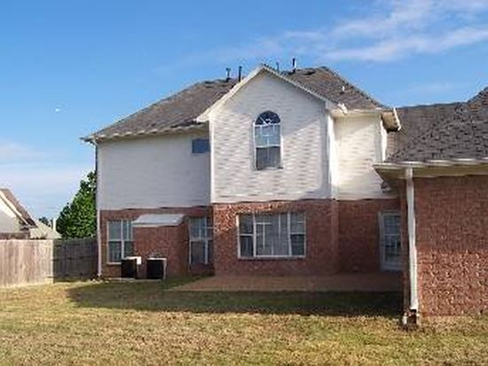 135 Cottonwood Dr, Collierville, TN 38017