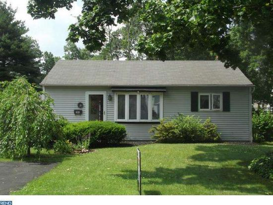 386 Maple St, Warminster, PA 18974