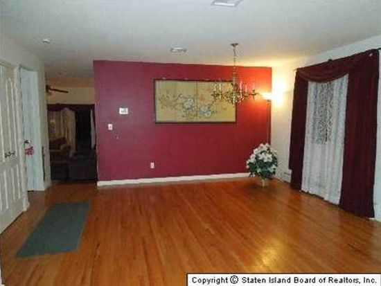 182 Bloomingdale Rd, Staten Island, NY 10309