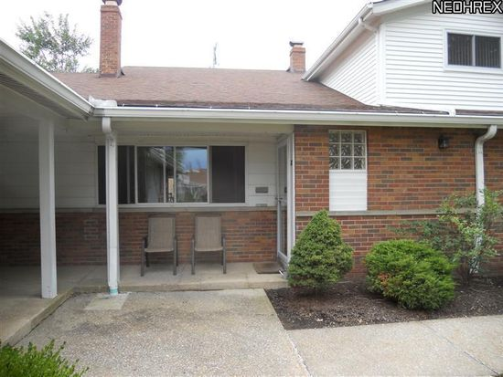 25415 Clubside Dr APT 12, North Olmsted, OH 44070