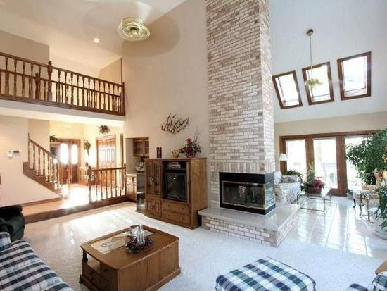 N72W26946 White Pine Dr, Sussex, WI 53089