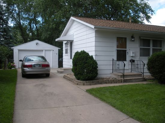 3200 Ravenwood Ter NW, Cedar Rapids, IA 52405