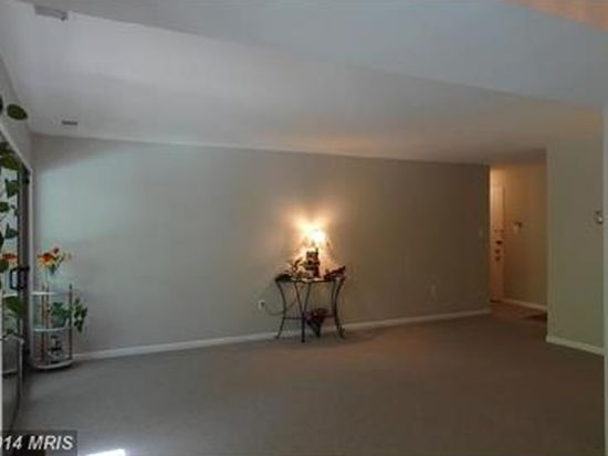 11318 Westbrook Mill Ln UNIT 301, Fairfax, VA 22030