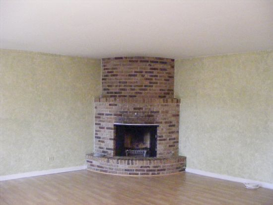 330 E Forest Knoll Dr, Palatine, IL 60074