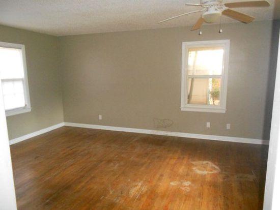 2206 Robinhood Rd, Albany, GA 31707
