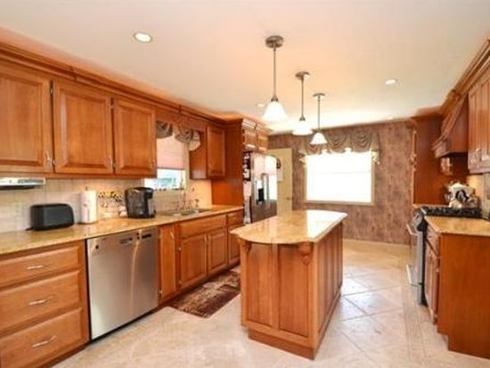 150 Dunstable Rd, North Chelmsford, MA 01863