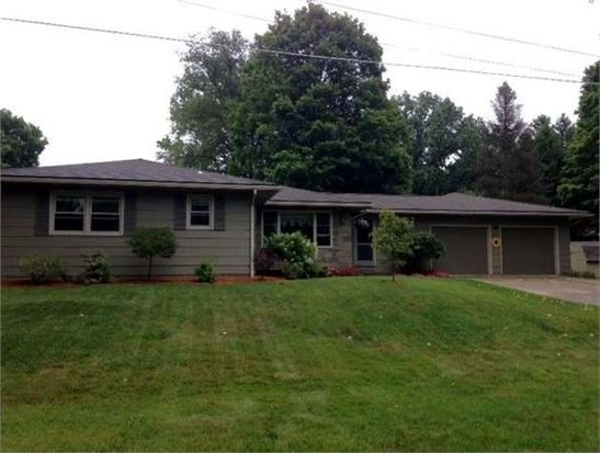 6 Valleyview Dr, Greenville, PA 16125