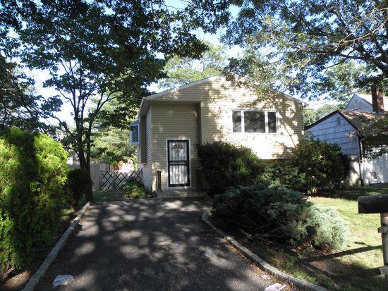 22 Springfield Ave, Greenlawn, NY 11740