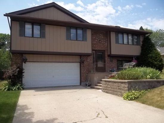 873 Pleasant St, Woodstock, IL 60098