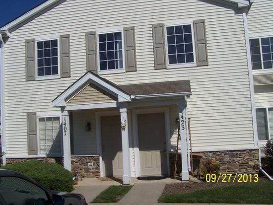 1423 Silverstone Dr, Carpentersville, IL 60110
