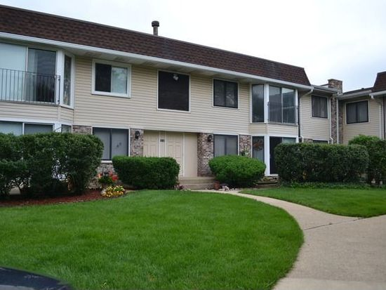 2630 Mitchell Dr APT 3, Woodridge, IL 60517