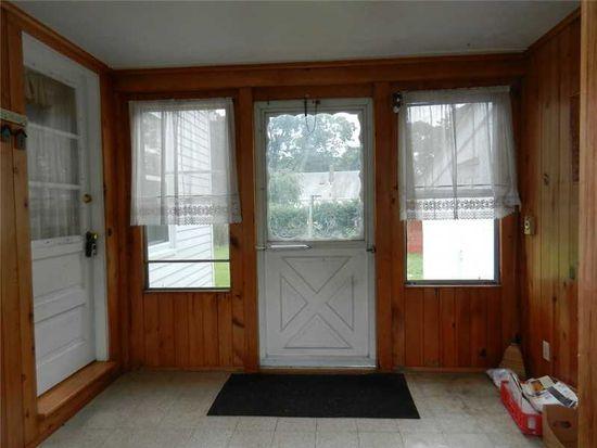 39 Clayton Rd, Warwick, RI 02886