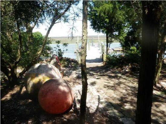 2313 Captain John Hutt Rd, Isle Of Palms, SC 29451