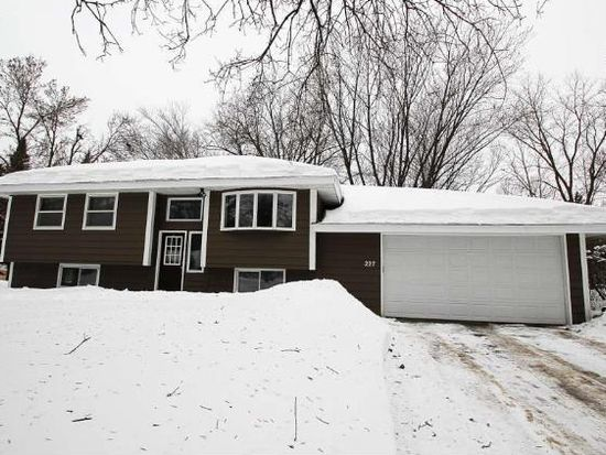 227 Moonlite Dr, Circle Pines, MN 55014