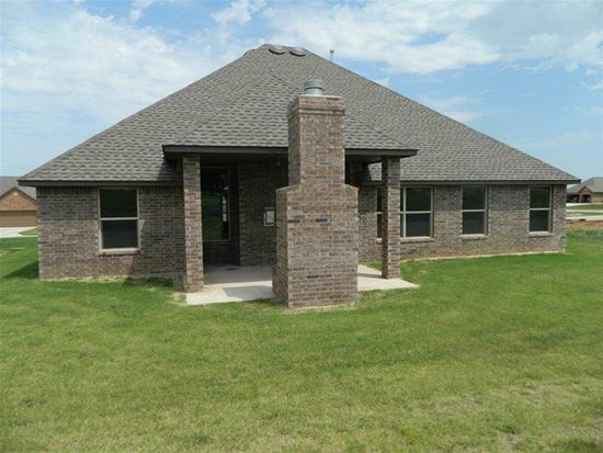 115 London Dr, Elgin, OK 73538