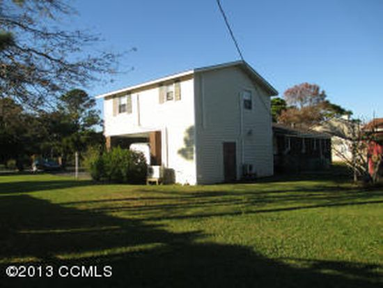 134 Canal Dr, Harkers Island, NC 28531