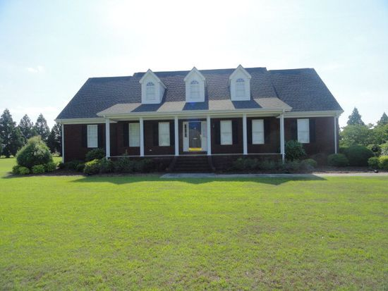 1656 Country Club Rd, Mount Olive, NC 28365