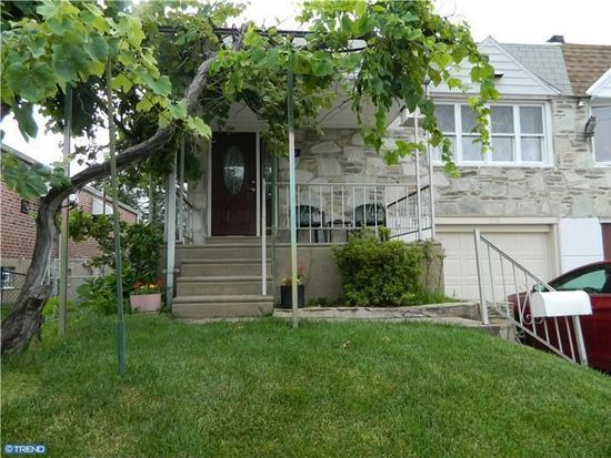9736 Chapelcroft St, Philadelphia, PA 19115