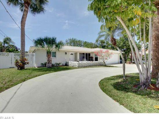 27273 Buccaneer Dr, Bonita Springs, FL 34135