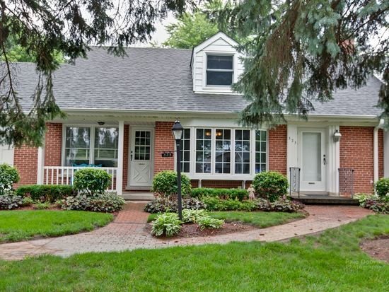 323 Krenz Ave, Cary, IL 60013
